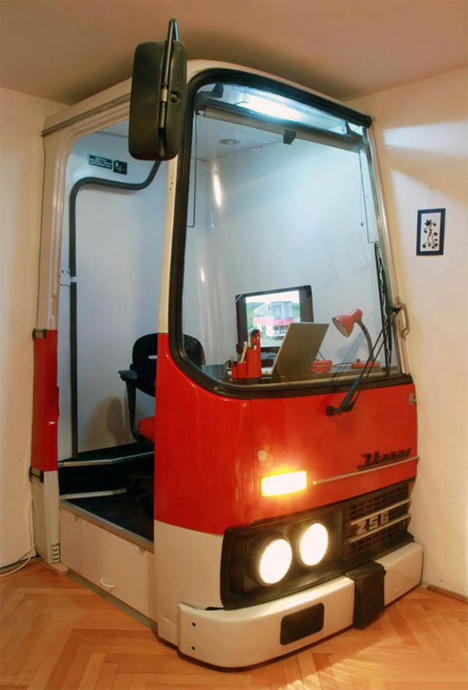 ikarus-bus-home-office