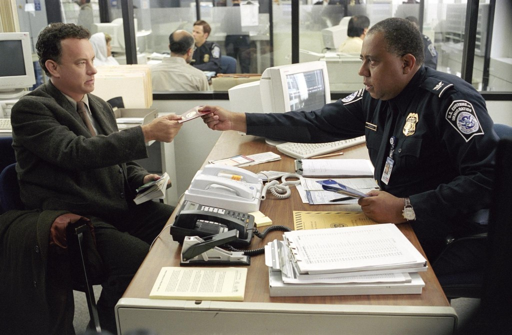 still-of-tom-hanks-and-barry-shabaka-henley-in-the-terminal-(2004)-large-picture