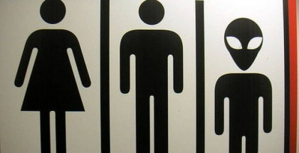 Funny-bathroom-signs-around-the-world