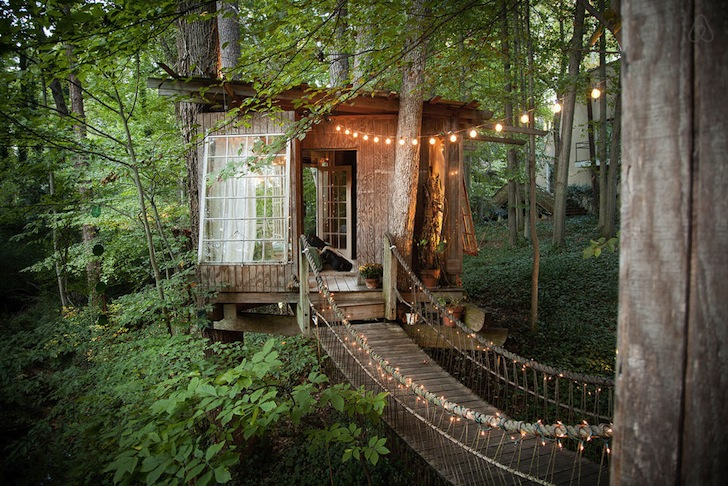 Secluded-Intown-Treehouse-by-Peter-Bahouth-4